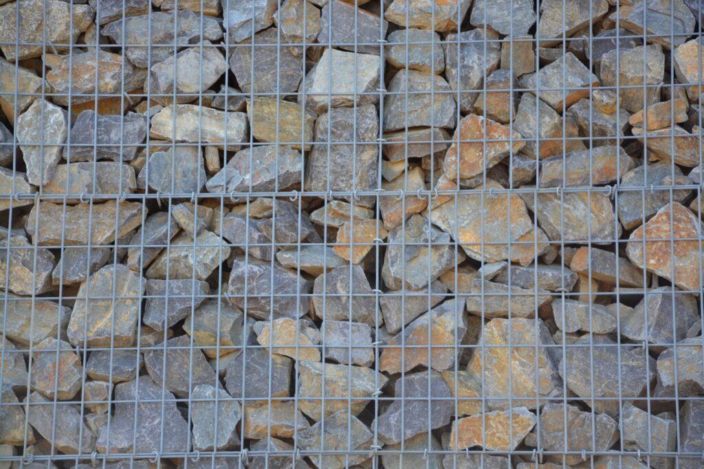 Електрозаварен габион с шарени камъни